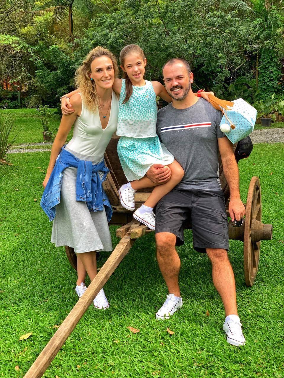 FELICITAÇÕES - O sábado (20), foi especial para o casal Franck e Valeska Bobato, que comemoraram ao lado de familiares e amigos, a chegada dos 9 anos da sua filha Maria Clara. Da coluna RC os votos de saúde e felicidades, a querida família Bobato.