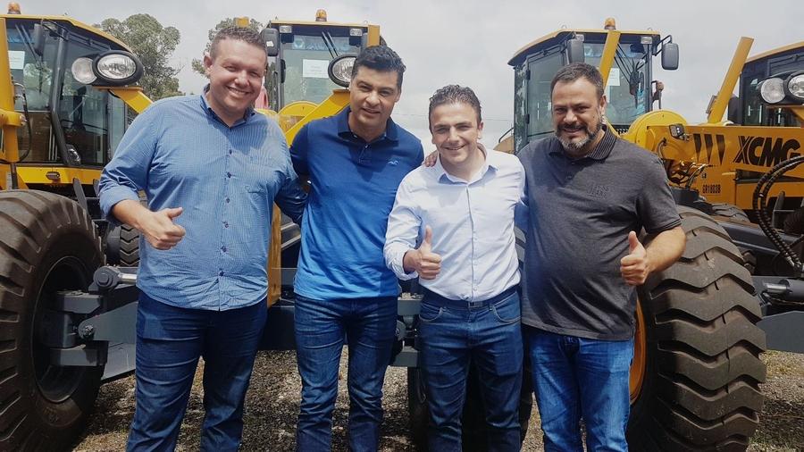 4d06621c1d Aliel Machado entrega máquinas para Tibagi